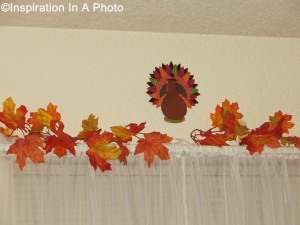 Thanksgiving_living room window-2