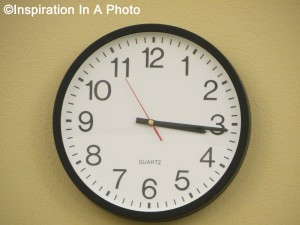 Plain clock_office