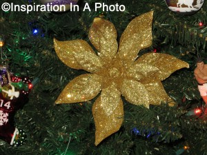 Bold gold flower ornament_2015